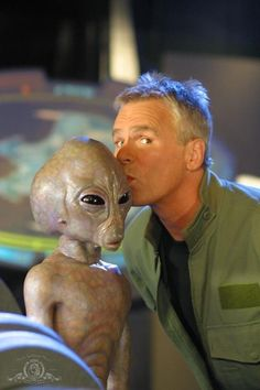 Because aliens need love too thor lol Stargate Atlantis, Thor, Star Trek, Aliens, Stargate Universe, Richard Dean Anderson, Best Sci Fi, Sci Fi Shows, Sci Fi Tv