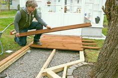 Oletko kyllästynyt siihen, että kenkäsi kastuvat, kun kuljet pihan poikki? Puusta rakennettu pihapolku ratkaisee ongelman. Näytämme, miten se tehdään.