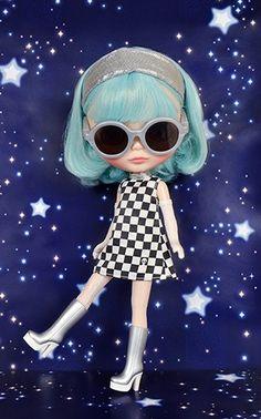 "Neo Blythe ""UFO a Go-Go"" - Neo Blythe - Blythe | Blythe, Jeffrey Fulvimari, Junie Moon character goods"