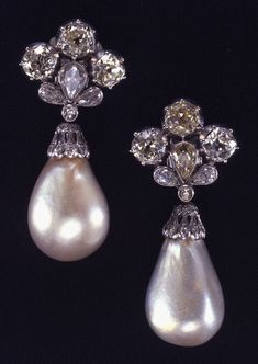 """The """"Mancini Pearls"""" Sold by Christie's In Pearl and Diamond Earrings Supposedly Gifted by King Louis XIV Of France To Marie Mancini - As A Token Of Affection. Pearl And Diamond Earrings, Pearl Jewelry, Diamond Jewelry, Antique Jewelry, Jewelery, Vintage Jewelry, Fine Jewelry, Drop Earrings, Platinum Earrings"""