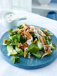 Sie haben noch etwas Fleisch vom Vortag übrig? Wunderbar! Innerhalb weniger Minuten können Sie sich einen kohlenhydratarmen Hähnchensalat zaubern.