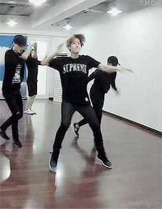 Love Me Right : Dance Practice - Baekhyun (3/10)