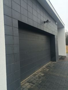 Фасад гаража загородного дома #Каунас #Литва сланцевая плитка Welsh Slate размер 40х25х0,7 см приклеена на фасад