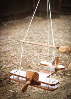fantastique à bascule en bois dans le plaisir de jardin pour les enfants de balançoire en bois 1
