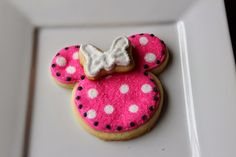 Suzy Social Worker by Day.... Betty Crocker By Night...: A little bit about me.... and Minnie Mouse Cookies