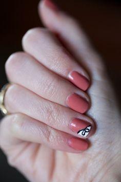{DIY Nail Art} Put a bow on it | www.gimmesomestyleblog.com #nails