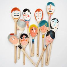 DIY painted spoons Ve que dat san xuat mot dong thia roi ve ve sau Kids Crafts, Craft Projects, Arts And Crafts, Family Crafts, Painted Spoons, Wooden Spoons, Wooden Spoon Crafts, Wooden Diy, Diy Wood