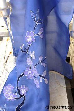 Pañuelo de seda pintado a mano cerezo azul