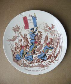 Assiette Sarreguemines Les Gloires du drapeau Zouaves Tonkin Chine Son Tay 1883.