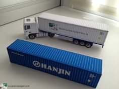 Free download a paper model of a 40 ft high cube container from www.bouwplaatvanjeeigentruck.nl
