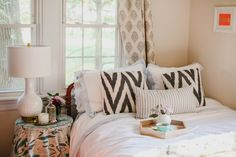 How To Get Your Guest Room Ready For The Holidays | theglitterguide.com