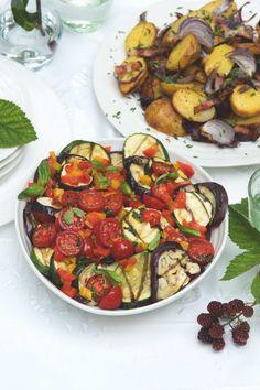 Nemáte-li rozpálený gril, můžete zeleninu zapéct v troubě předehřáté na 220°C. Milovníci ostrého mohou do pánve spolu s kostičkami papriky přidat ještě špetku drcených sušených chilli papriček. Kung Pao Chicken, Ratatouille, Ethnic Recipes, Food, Red Peppers, Essen, Meals, Yemek, Eten