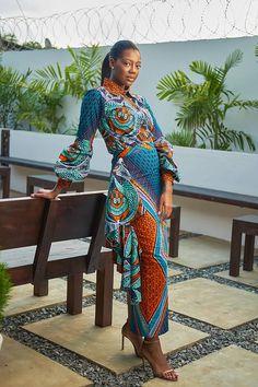 Styliste, blogueuse consultante, organisatrice de défilés de mode et passionnée de mode africaine. Vlisco peut se vante d'avoir au Ghana une ambassadrice de choc avec Afua Rida. Elle a ainsi déjà réalisé de belles collaborations avec la firme de wax hollandais. C'est ainsi le cas cette année avec la mise en place d'une collection et ...