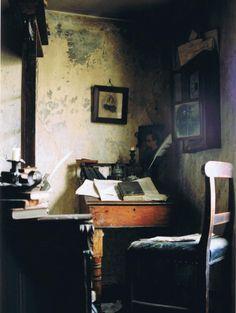 Charles Dickens's writing room Spitalfields, London... Image from https://theuglybugball.files.wordpress.com/2010/11/cratchetts-corner-cpr.jpg.
