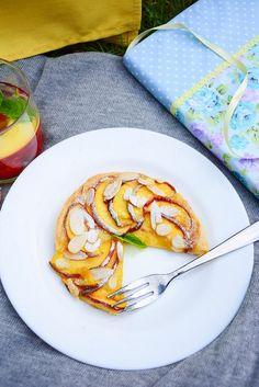 Summer in a plate - Peach and Almond Marzipan Mini Galette Raspberry Syrup Recipes, Marzipan, Recipe Box, Dessert Ideas, Almond, Peach, Plates, Cooking, Mini