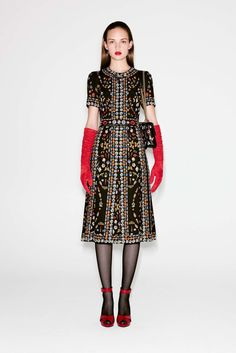 Alexander McQueen Pre-Fall 2016 Fashion Show Fall Fashion 2016, Fashion Week, High Fashion, Fashion Show, Autumn Fashion, Fashion Design, Uk Fashion, Alexander Mcqueen, Style Couture