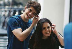 El beso entre Sofi Morandi y Julián Serrano que generó revuelo en las redes sociales Julian Serrano, Youtubers, Romance, Goals, Couple Photos, Couples, Amor, Cute Boys, Girls