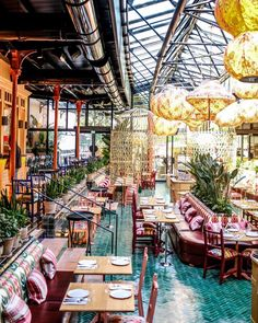 La Gare Restaurant Paris, Restaurant Hotel, Restaurants In Paris, Bar Restaurant Design, Paris Flea Markets, Modern Restaurant, Resto Paris, Paris Travel Tips, Food Truck Business