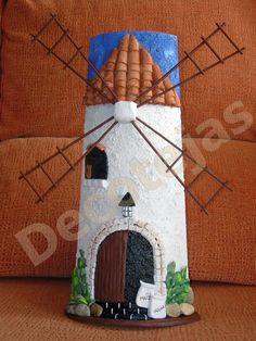 tejas decoradas - Búsqueda de Google Clay Flower Pots, Sketchbook Drawings, Arts And Crafts, Diy Crafts, Roof Tiles, Miniature Houses, Bottle Art, Fairy Houses, Pebble Art