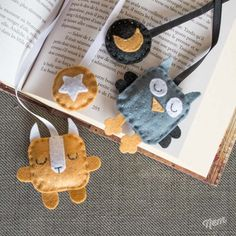 Marque-page hibou et écureuil Creative Bookmarks, Diy Bookmarks, Felt Diy, Felt Crafts, Diy For Kids, Crafts For Kids, Sewing Projects, Craft Projects, Felt Bookmark