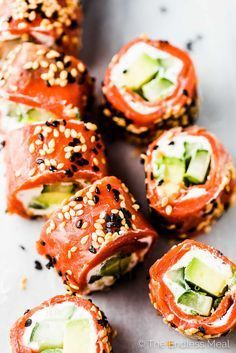 Save for later! Tzatziki Avocado Salmon Rolls are the Für später speichern! Tzatziki Avocado Lachsröllchen sind die perfekte Vorspeise … Save for later! Tzatziki avocado salmon rolls are the perfect starter … rolls - Tzatziki, Fish Recipes, Seafood Recipes, Cooking Recipes, Healthy Recipes, Avocado Recipes, Keto Recipes, Cooking Corn, Sandwich Recipes