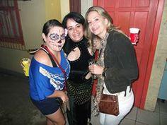 Es la fiesta dónde tenemos que tener fantasías, esas son yo, Amanda y Karine, yo de calavera mexicana!