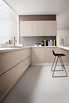 Tortora ash thermal structure doors. Bianco Dax laminated worktop with unicolor edge. #ArritalCucine #Kculture #modern #kitchen #Ak01