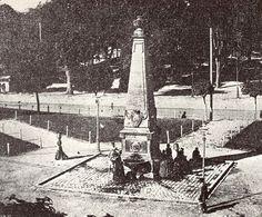 Fuente de la plaza de las Recoletas, Pamplona. Foto anterior a 1.884 de Manuel Negrillos.