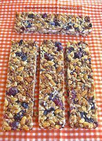 W ciągu roku szkolnego warto zrobić dzieciom jako drugie śniadanie bardzo zdrowe batoniki. Składają się one z samych zdrowych składnikó...
