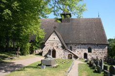 Rymättylä - Naantalin Matkailu. Rymättylän kirkko on omistettu apostoli Jaakob vanhemman nimelle ja muistolle.  Kirkon vanhin osa on sakasti, joka on rakennettu 1300-luvun alkupuolella paikalla olleen puukirkon yhteyteen. Kivikirkko rakennettiin 1300-luvun lopulla tai 1400-luvun alussa.