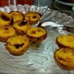 Pasteis de Nata. Typische Portugese gebakjes. Benieuwd wanneer en waar ik ze heb leren kennen? Klik dan op de foto op www.Roozfashion.nl/voler