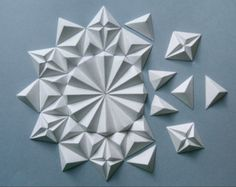 Origami Wall Art, Origami Folding, Paper Crafts Origami, Paper Folding, Diy Paper, Origami Shapes, Geometric Origami, Origami Patterns, Geometric Fabric