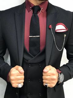 Collection: Spring – Summer 2019 Product: Slim-Fit Wool Suit Color Code: Black Size: Suit Material: wool, polyester Fitting: Slim-fit Package Include: Jacket, Vest, Pants Only Gifts: Shirt, Chain and Neck Tie Formal Attire For Men, Prom Suits For Men, Men Formal, Dark Blue Suit, Black Suit Men, Navy Blue, Black Suit Wedding, Wedding Suits, Black Suit Combinations