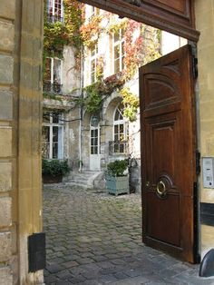 entrance to a home in Montmartre - Want our next house to be built around a courtyard.
