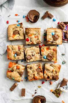 overhead shot of halloween candy cookie bars made with all that leftover candy Best Halloween Candy, Halloween Desserts, Halloween 2019, Halloween Treats, Happy Halloween, Candy Bar Cookies, Cookie Bars, Candy Bars, Sugar Cookies
