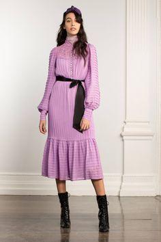 Temperley London Fall 2020 Ready-to-Wear Fashion Show - Vogue London Fashion Weeks, Fashion Week Paris, Fashion 2020, Fashion Trends, Vogue Paris, Mode Purple, Classy Yet Trendy, Dedicated Follower Of Fashion, English Fashion