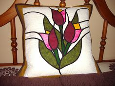 Stained glass design quilted wall hanging by Donna Grace Hinton aka HapiStitcher Private Collection Hanging Stained Glass, Stained Glass Quilt, Stained Glass Flowers, Stained Glass Designs, Stained Glass Patterns, Applique Cushions, Applique Quilts, Applique Patterns, Quilt Patterns