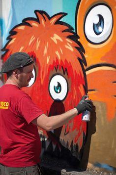 Pao (http://www.paopao.it/) al lavoro sul muro di #willofwall