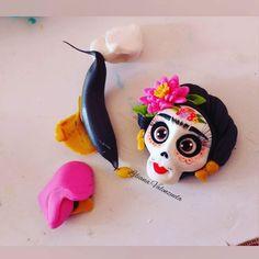 Polymer Clay Disney, Polymer Clay Figures, Cute Polymer Clay, Polymer Clay Projects, Polymer Clay Charms, Diy Clay, Handmade Polymer Clay, Halloween Clay, Biscuit
