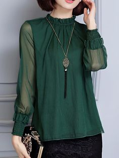 I love the color of this blouse. Iranian Women Fashion, Muslim Fashion, Womens Fashion, Casual Work Attire, Casual Outfits, Green Blouse Outfit, Plus Size Western Wear, Work Fashion, Fashion Design