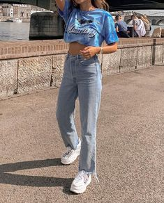 34 Women's White Sneakers Outfit Ideas for Spring Fashion Mode, Aesthetic Fashion, Aesthetic Clothes, Look Fashion, 90s Fashion, Summer Aesthetic, Aesthetic Style, Teen Girl Fashion, Aesthetic Outfit