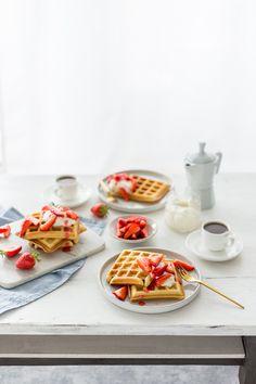 Pancakes And Waffles, Burritos, Panna Cotta, Flower, Ethnic Recipes, Food, Pancake, Strawberries, Baking