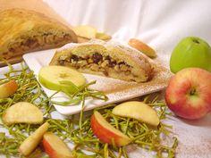 Hmmmm Apfelkuchen oder wie es bei uns heißt Apfelschlangel😋🤤🍰  #hochsteiermark #Mehlspeise #homemade #dessert #Food #Goodvibes #apple #Obst #Steirisch 📷 (c) Lipp Cantaloupe, Dessert, Fruit, Food, Apple Pie Cake, The Fruit, Dessert Food, Meal, Deserts