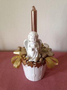 Vánoční+svícen+s+andělem+výška+cca+27+cm+,+průměr+cca+15+cm+svíčka+je+součástí+dekorace+-+nezapalujte+bez+dozoru
