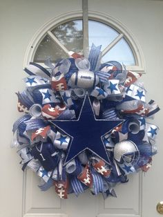 Dallas Cowboys Crafts, Dallas Cowboys Wreath, Dallas Cowboys Baby, Football Wreath, Cowboy Crafts, Sports Wreaths, Diy Wreath, Wreath Ideas, Farmhouse Paint Colors