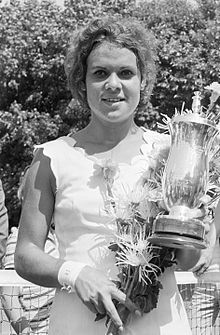 """""""Margaret Court - lost the Wimbledon singles final to star 🌟 Evonne Goolagong Cawley, who went on to win Grand Slam' titles 👏🏽 🎾 Fantastic! Well Done Evonne 😊"""" Tennis Rules, Tennis Tips, Australian People, Australian Open, How To Play Tennis, Tennis Online, Aboriginal Culture, Aboriginal History, Tennis Party"""