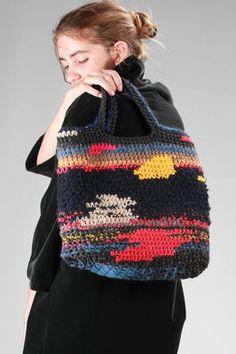 Daniela Gregis   hand bag in crochet multicolour wool and hemp   borsa a mano in lana e canapa multicolour ad uncinetto, due manici corti, a 32 cm x l 38 cm x p 8 cm   codice articolo: 23916   stagione: Autunno/Inverno   composizione: 100% lana / 100% canapa