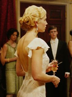 Jessica Biel as Larita Whittaker in Easy Virtue (2008).