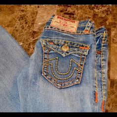 "True Religion Billy Big T Jeans 29"" inseam True Religion Billy Big T Jeans Size Tag Missing but is a Size 29, Waist measures 32"" total, Excellent Condition Approximate 29"" inseam and 7.5"" rise Item Location Bin T2 True Religion Jeans Straight Leg"