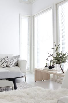 LIVING ROOM | Snowy White